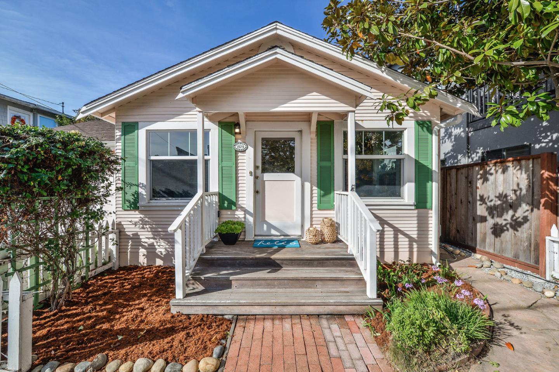 獨棟家庭住宅 為 出售 在 1575 Lincoln Avenue 1575 Lincoln Avenue Capitola, 加利福尼亞州 95010 美國