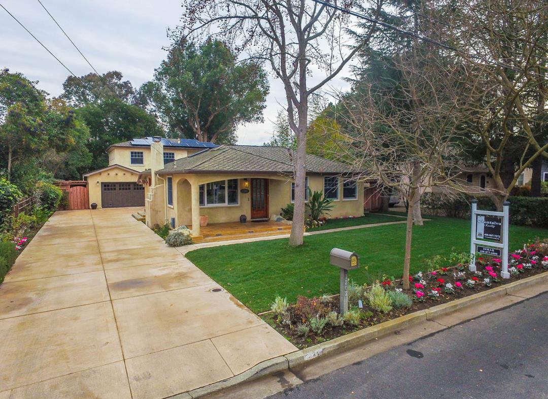 獨棟家庭住宅 為 出售 在 1207 Carmel Terrace 1207 Carmel Terrace Los Altos, 加利福尼亞州 94024 美國