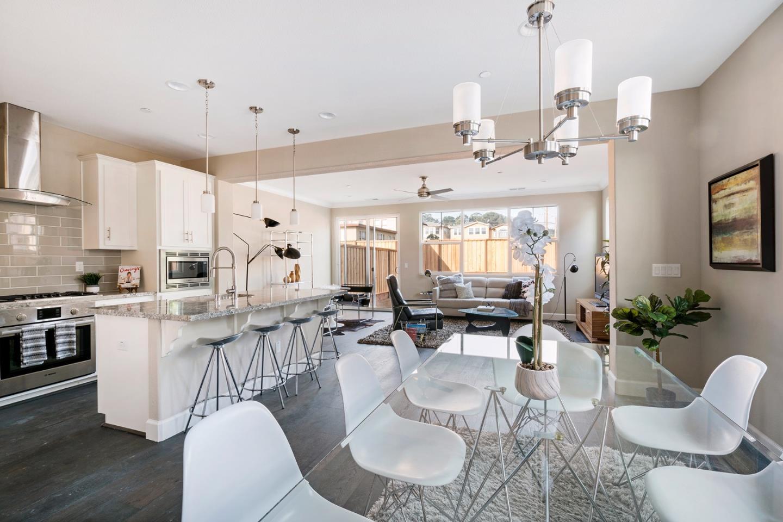 Частный односемейный дом для того Аренда на 1640 Edgeworth 1640 Edgeworth Daly City, Калифорния 94015 Соединенные Штаты