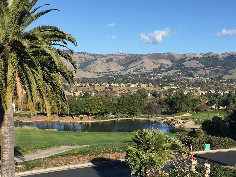 Частный односемейный дом для того Продажа на 5431 Country Club Parkway 5431 Country Club Parkway San Jose, Калифорния 95138 Соединенные Штаты
