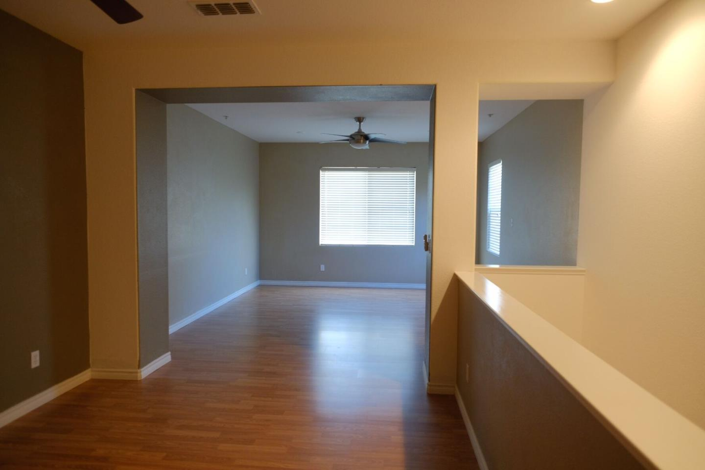 Condominio por un Venta en 8152 Crystal Walk Circle 8152 Crystal Walk Circle Elk Grove, California 95758 Estados Unidos