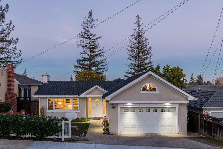 Maison unifamiliale pour l Vente à 429 Emerald Avenue 429 Emerald Avenue San Carlos, Californie 94070 États-Unis