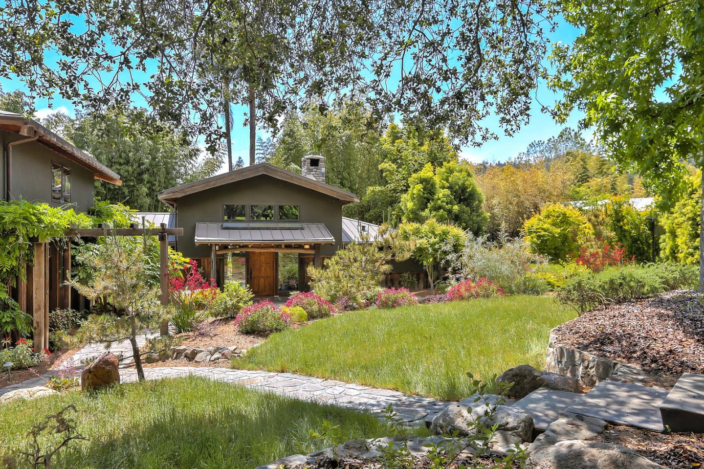 Casa Unifamiliar por un Venta en 2123 Ocean Street Extension 2123 Ocean Street Extension Santa Cruz, California 95060 Estados Unidos