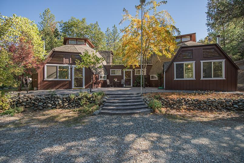 獨棟家庭住宅 為 出售 在 25 Rebel Road 25 Rebel Road Lewiston, 加利福尼亞州 96052 美國