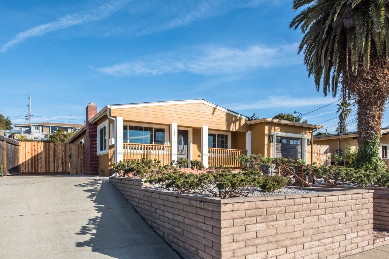 Casa Unifamiliar por un Venta en 555 Harcourt Avenue 555 Harcourt Avenue Seaside, California 93955 Estados Unidos