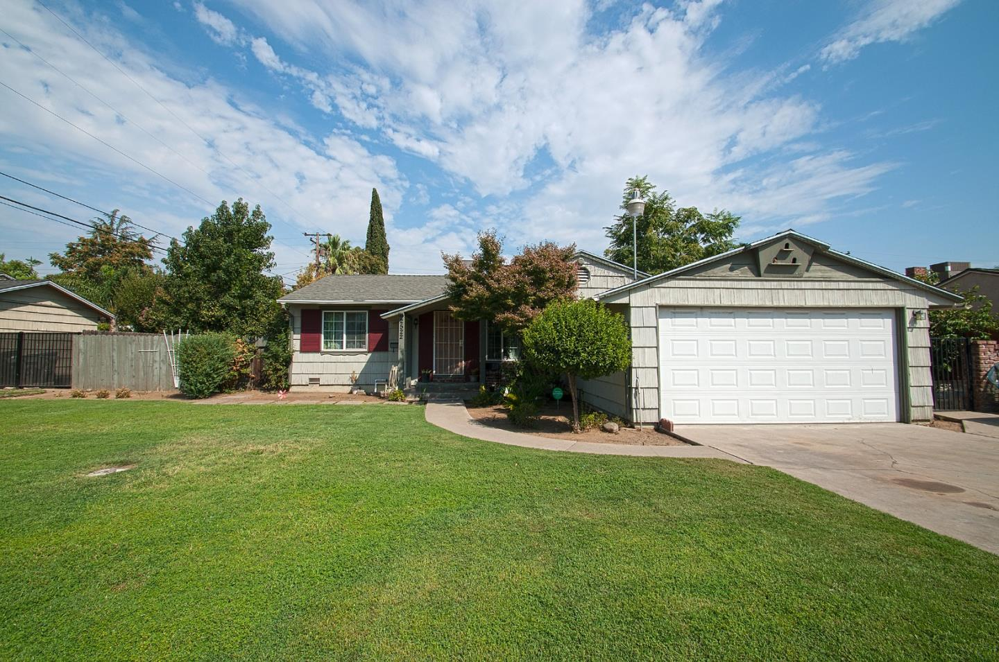 Single Family Home for Sale at 2522 N Dearing Avenue 2522 N Dearing Avenue Fresno, California 93703 United States