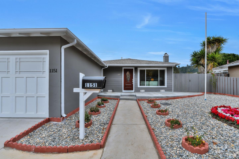 واحد منزل الأسرة للـ Sale في 1151 Rosita Road 1151 Rosita Road Pacifica, California 94044 United States
