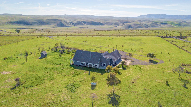 Single Family Home for Sale at 22090 Arburua Road 22090 Arburua Road Los Banos, California 93635 United States