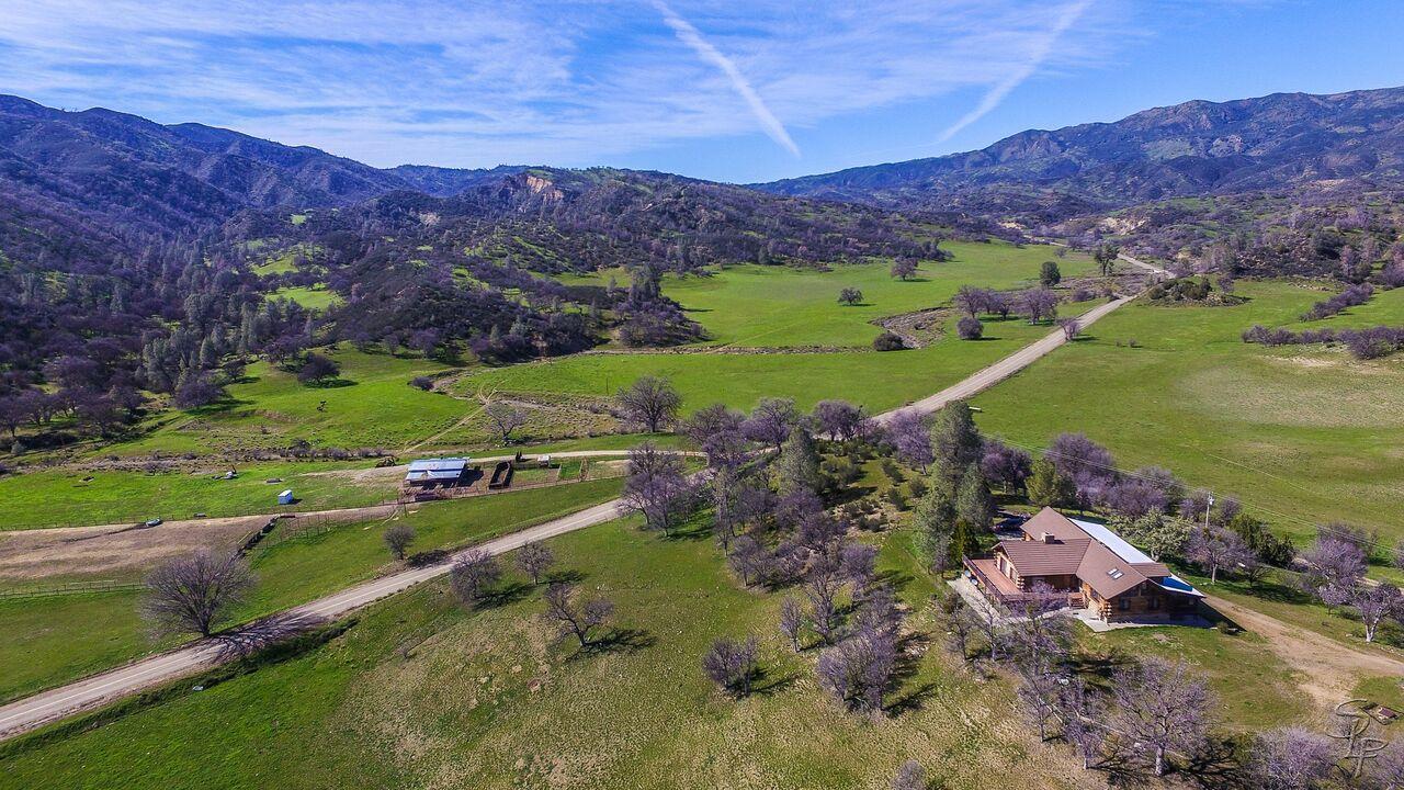 Частный односемейный дом для того Продажа на 51563 Los Gatos Road 51563 Los Gatos Road Coalinga, Калифорния 93210 Соединенные Штаты