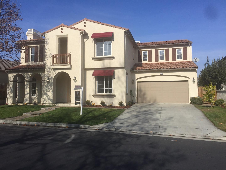 واحد منزل الأسرة للـ Sale في 2460 Muirfield Way 2460 Muirfield Way Gilroy, California 95020 United States