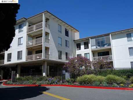 Condominium for Sale at 2 Admiral Drive 2 Admiral Drive Emeryville, California 94608 United States