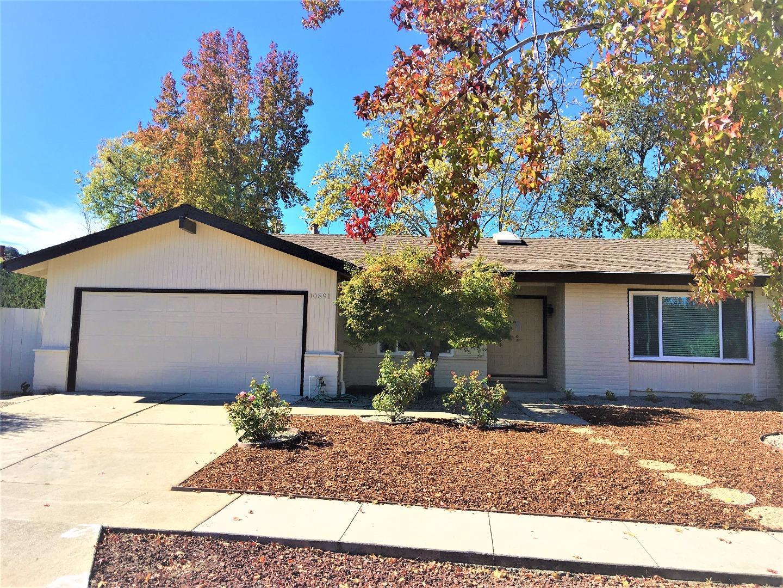 Частный односемейный дом для того Аренда на 10891 Santa Teresa Drive 10891 Santa Teresa Drive Cupertino, Калифорния 95014 Соединенные Штаты