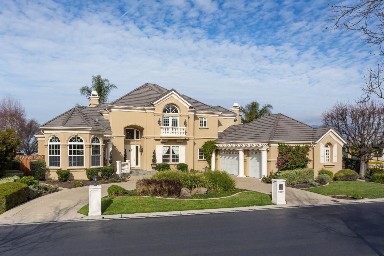 Частный односемейный дом для того Продажа на 5668 Country Club Parkway 5668 Country Club Parkway San Jose, Калифорния 95138 Соединенные Штаты