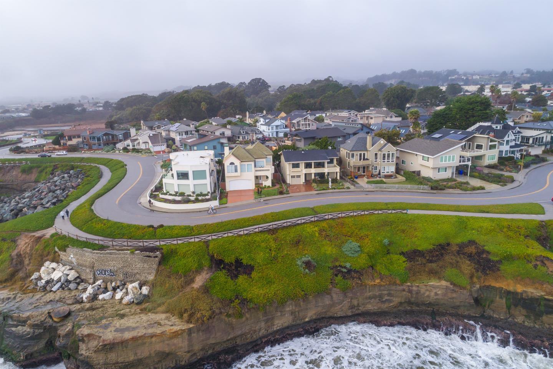 Casa Unifamiliar por un Venta en 2236 W Cliff Drive 2236 W Cliff Drive Santa Cruz, California 95060 Estados Unidos