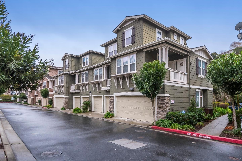 Casa unifamiliar adosada (Townhouse) por un Alquiler en 300 Live Oak Way 300 Live Oak Way Belmont, California 94002 Estados Unidos