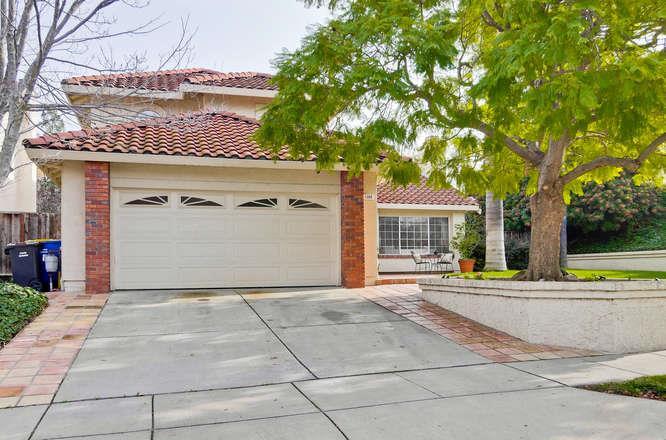Частный односемейный дом для того Продажа на 1068 Crescent Terrace 1068 Crescent Terrace Milpitas, Калифорния 95035 Соединенные Штаты