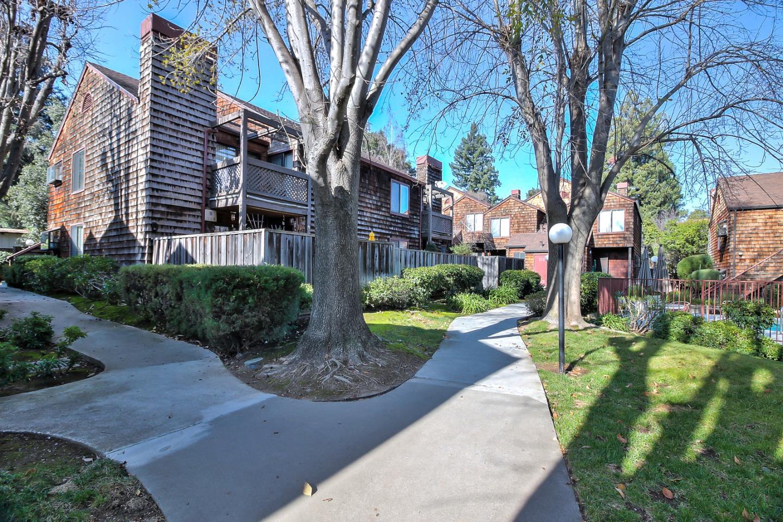 Appartement en copropriété pour l Vente à 1555 Hecker Pass Road 1555 Hecker Pass Road Gilroy, Californie 95020 États-Unis