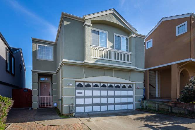 獨棟家庭住宅 為 出售 在 561 Alexis Circle 561 Alexis Circle Daly City, 加利福尼亞州 94014 美國