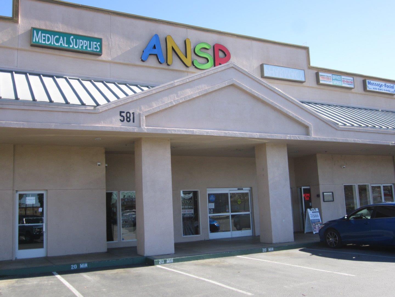 Casa Unifamiliar por un Alquiler en 581 McCray Street 581 McCray Street Hollister, California 95023 Estados Unidos
