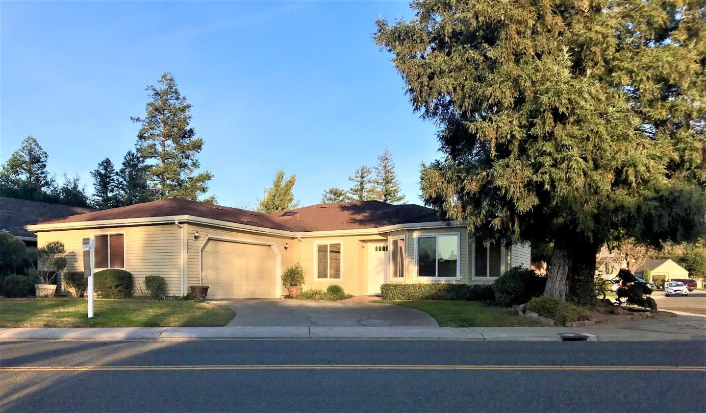 واحد منزل الأسرة للـ Sale في 1628 Lakeshore Drive 1628 Lakeshore Drive Lodi, California 95242 United States