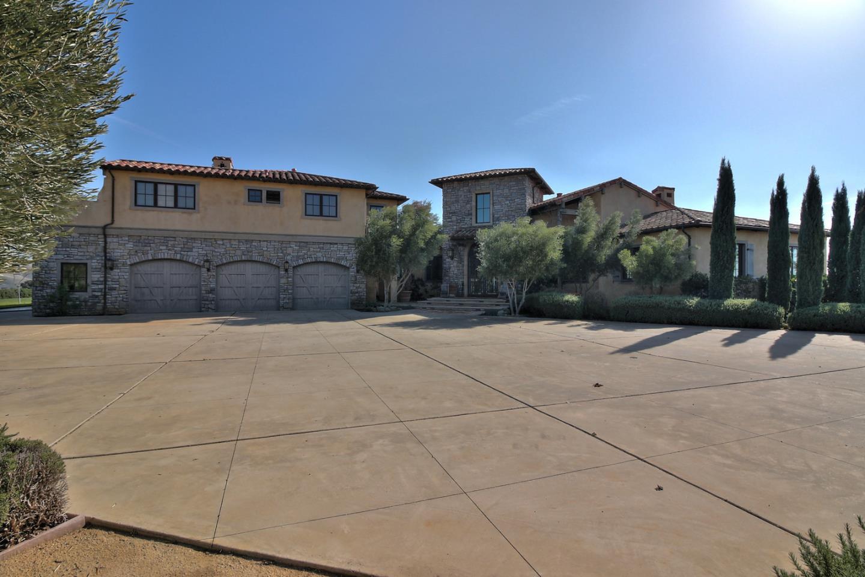 Частный односемейный дом для того Продажа на 7400 Pacheco Pass Highway 7400 Pacheco Pass Highway Hollister, Калифорния 95023 Соединенные Штаты