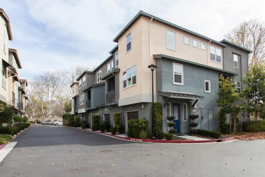 Townhouse for Sale at 972 Crestline Terrace 972 Crestline Terrace Sunnyvale, California 94085 United States