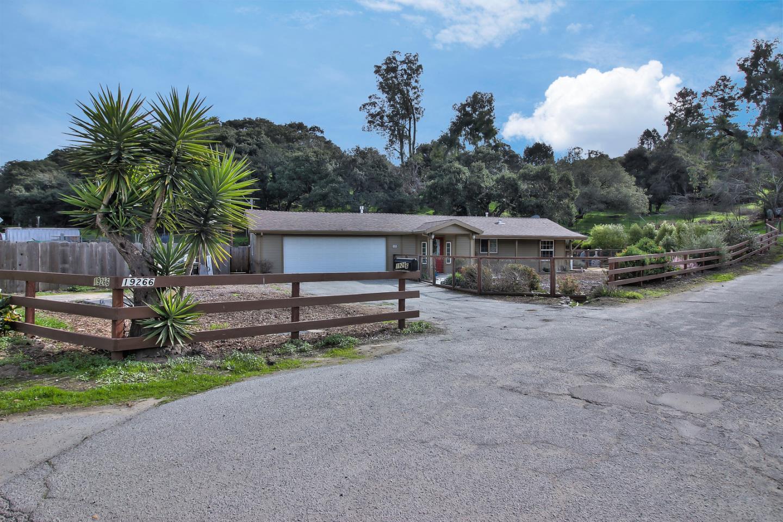 Частный односемейный дом для того Продажа на 19266 Mallory Canyon Road 19266 Mallory Canyon Road Prunedale, Калифорния 93907 Соединенные Штаты