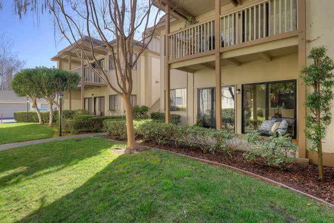 Appartement en copropriété pour l Vente à 50 Horgan Avenue 50 Horgan Avenue Redwood City, Californie 94061 États-Unis