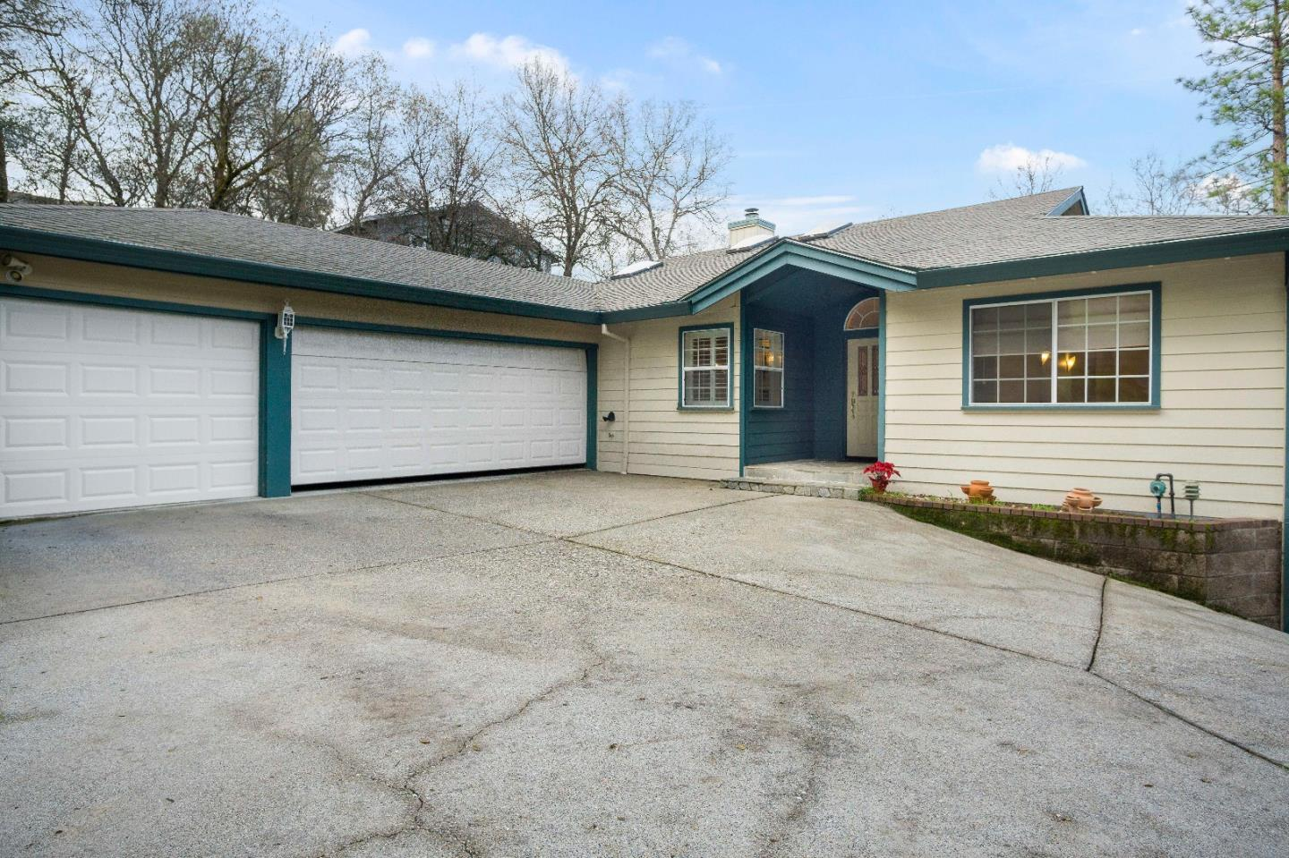 Single Family Home for Sale at 17867 Chaparral Drive 17867 Chaparral Drive Penn Valley, California 95946 United States