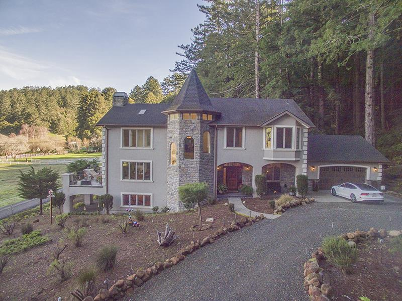 واحد منزل الأسرة للـ Sale في 205 Roarke Road 205 Roarke Road Pescadero, California 94060 United States