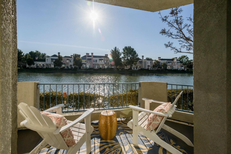 Appartement en copropriété pour l Vente à 700 Baltic Circle 700 Baltic Circle Redwood City, Californie 94065 États-Unis