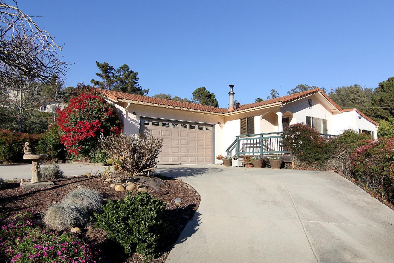 واحد منزل الأسرة للـ Sale في 5775 Briarcliff Terrace 5775 Briarcliff Terrace Royal Oaks, California 95076 United States