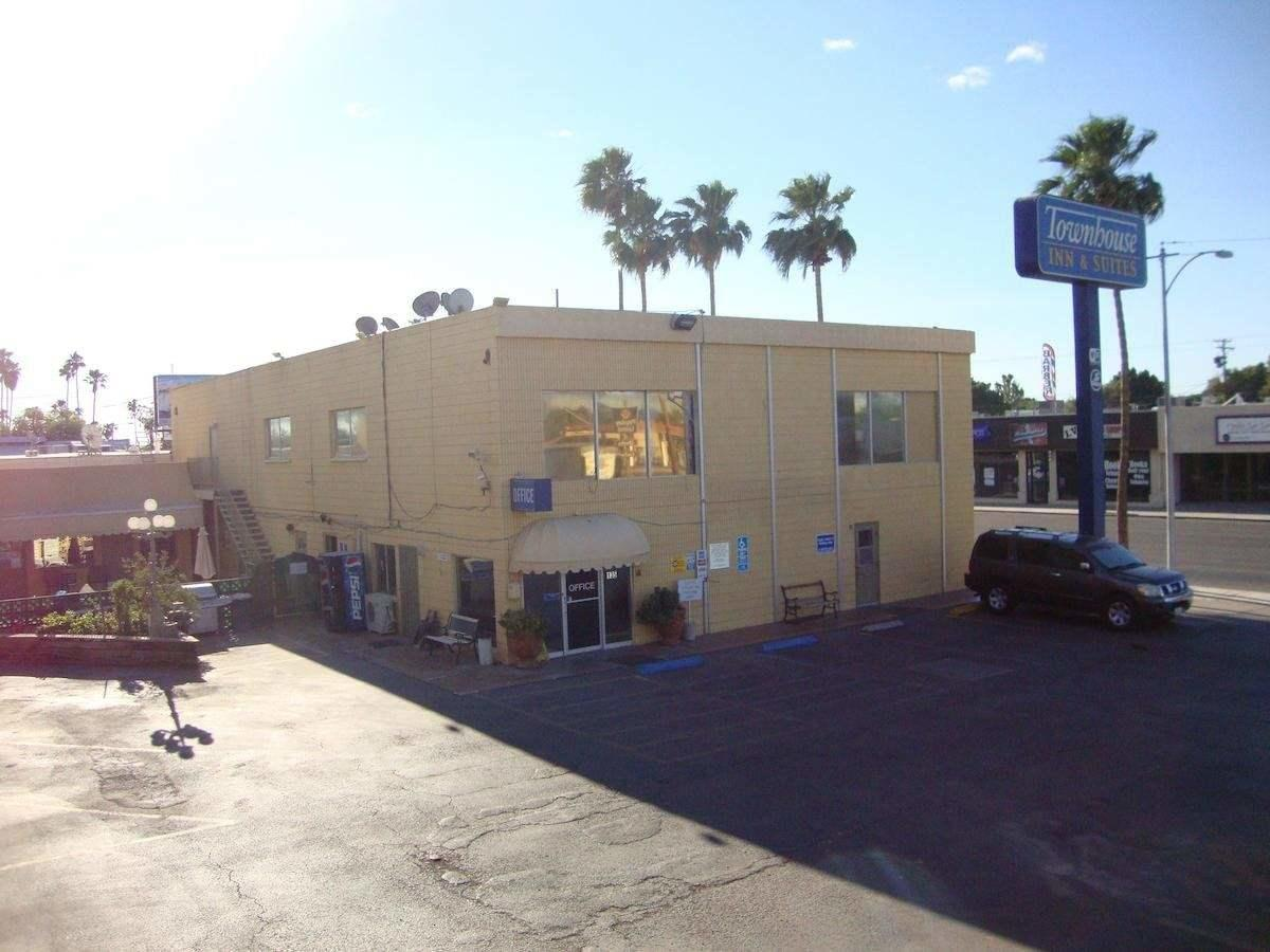 komerziell für Verkauf beim 135 Main Street 135 Main Street Brawley, Kalifornien 92227 Vereinigte Staaten