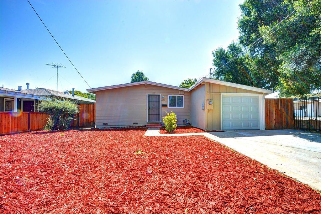 Частный односемейный дом для того Аренда на 1148 Saratoga Avenue 1148 Saratoga Avenue East Palo Alto, Калифорния 94303 Соединенные Штаты