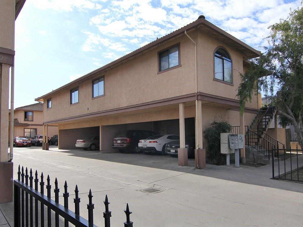 Многосемейный дом для того Продажа на 116 Elm Street 116 Elm Street Watsonville, Калифорния 95076 Соединенные Штаты