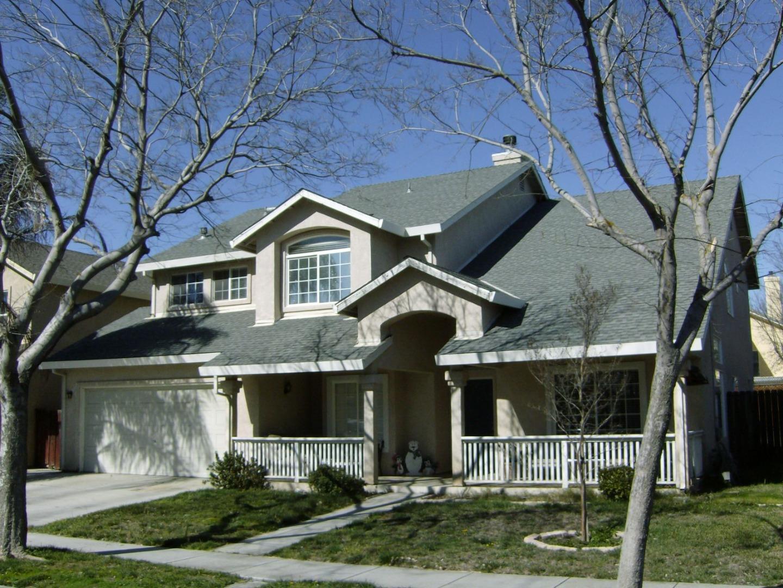 Частный односемейный дом для того Продажа на 1832 Saint Patrick Drive 1832 Saint Patrick Drive Los Banos, Калифорния 93635 Соединенные Штаты
