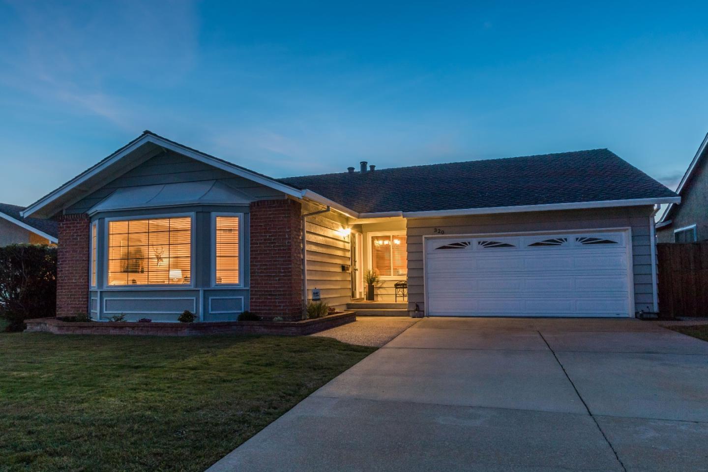 獨棟家庭住宅 為 出售 在 320 Topsail Court 320 Topsail Court Foster City, 加利福尼亞州 94404 美國