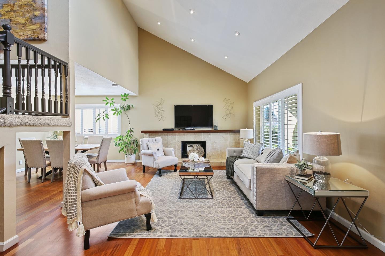 獨棟家庭住宅 為 出售 在 151 Spinnaker Street 151 Spinnaker Street Foster City, 加利福尼亞州 94404 美國