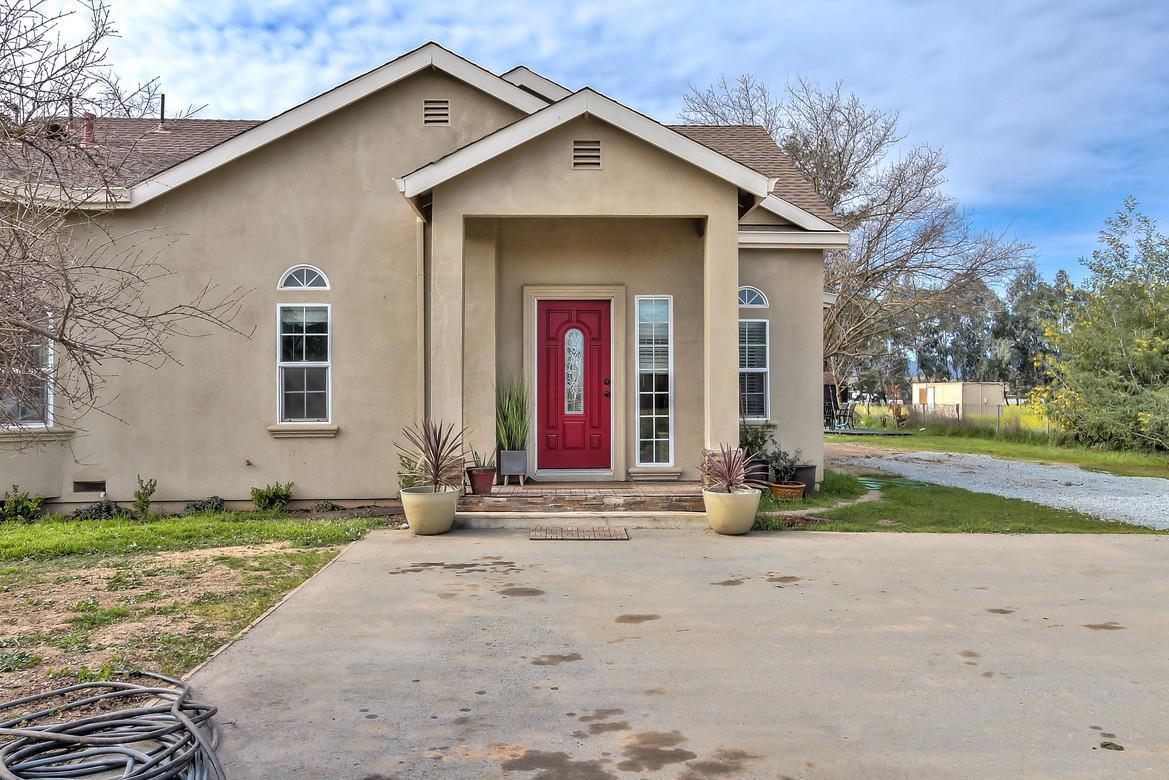 Einfamilienhaus für Verkauf beim 13645 Sycamore Avenue 13645 Sycamore Avenue San Martin, Kalifornien 95046 Vereinigte Staaten