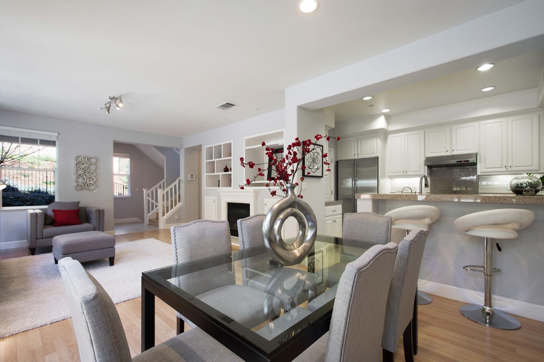 شقة بعمارة للـ Sale في 700 Live Oak Way 700 Live Oak Way Belmont, California 94002 United States