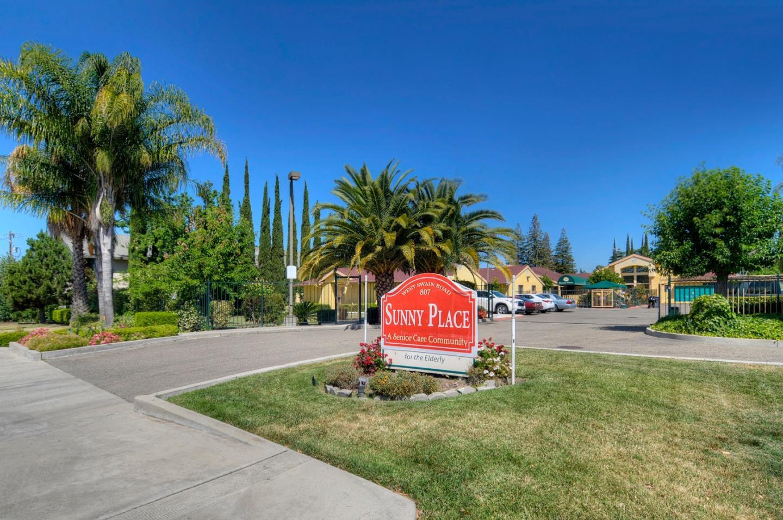 Commercial pour l Vente à 807 W Swain Road 807 W Swain Road Stockton, Californie 95207 États-Unis