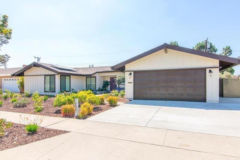 獨棟家庭住宅 為 出售 在 2524 E Ames Avenue 2524 E Ames Avenue Anaheim, 加利福尼亞州 92806 美國