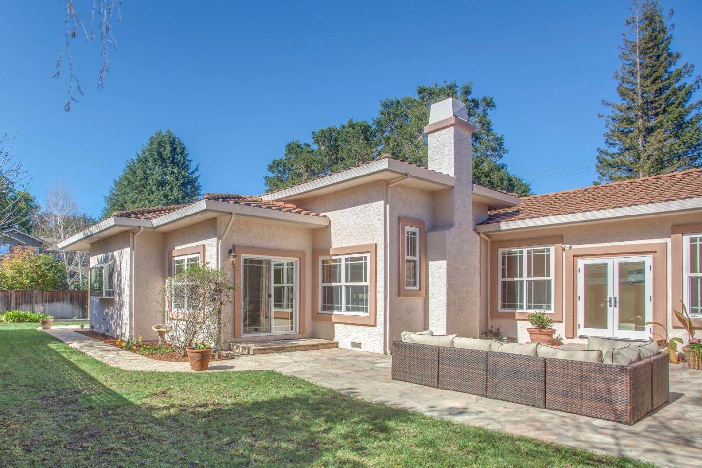 واحد منزل الأسرة للـ Sale في 672 Rosita Avenue 672 Rosita Avenue Los Altos, California 94024 United States