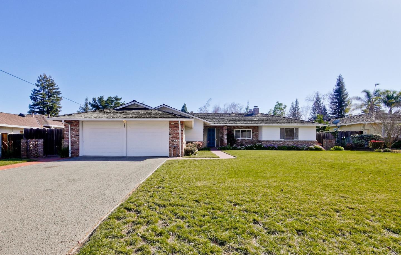 Einfamilienhaus für Verkauf beim 345 Alicia Way 345 Alicia Way Los Altos, Kalifornien 94022 Vereinigte Staaten
