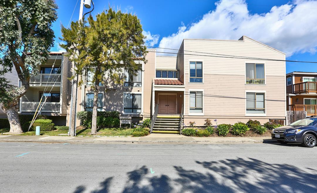 Appartement en copropriété pour l Vente à 471 Pine Avenue 471 Pine Avenue Half Moon Bay, Californie 94019 États-Unis