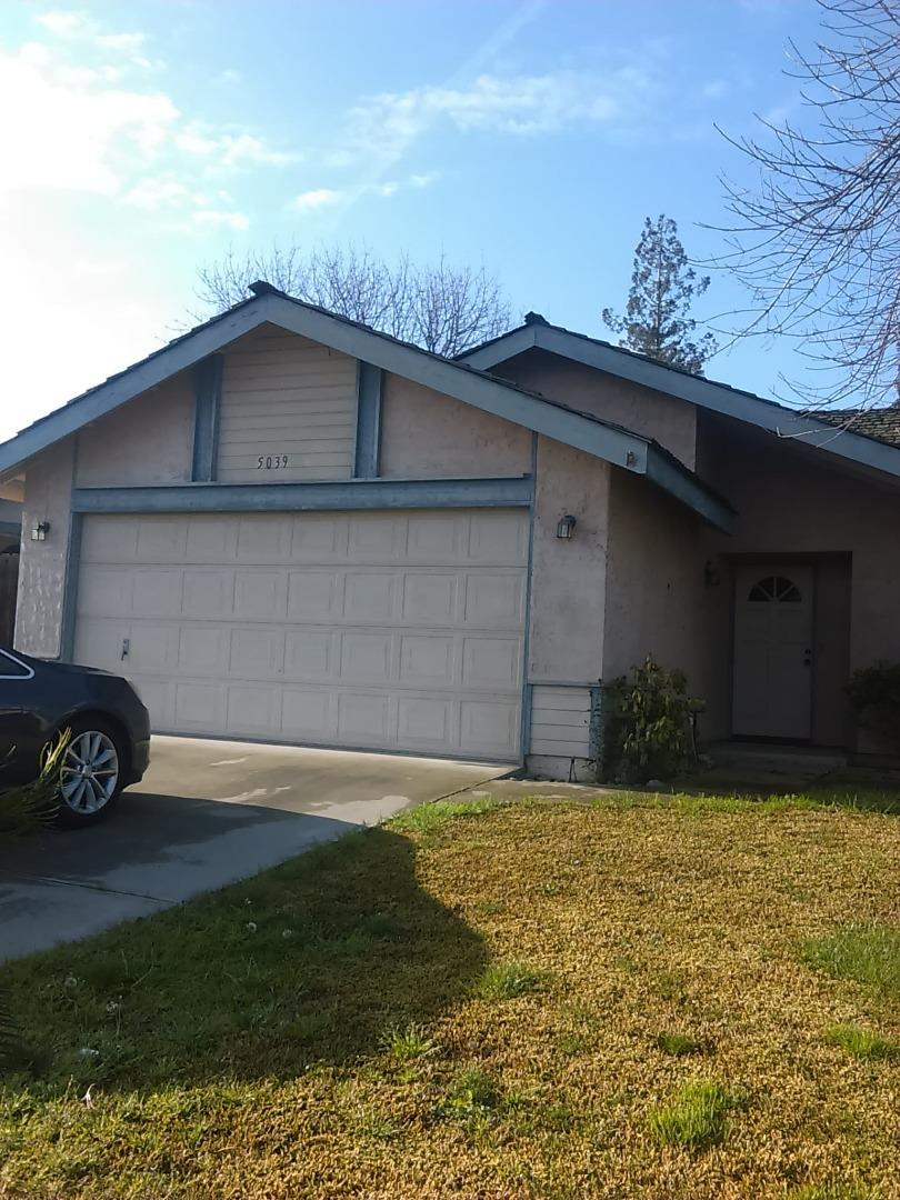 واحد منزل الأسرة للـ Sale في 5039 W Chestnut Avenue 5039 W Chestnut Avenue Visalia, California 93277 United States