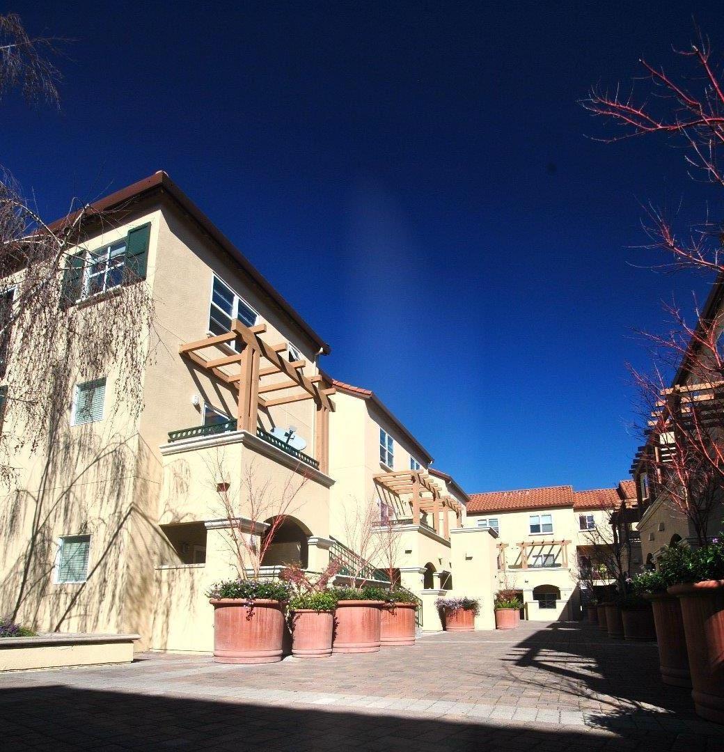 Кондоминиум для того Аренда на 108 Bryant Street 108 Bryant Street Mountain View, Калифорния 94041 Соединенные Штаты