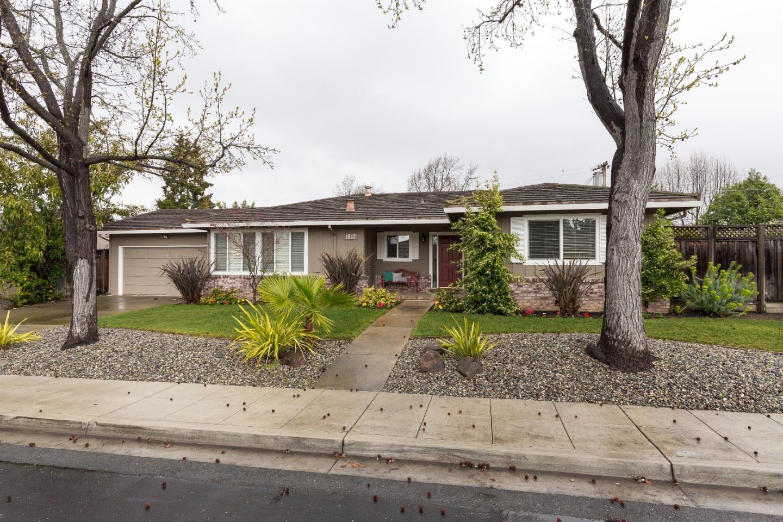 Einfamilienhaus für Verkauf beim 1917 Limetree Lane 1917 Limetree Lane Mountain View, Kalifornien 94040 Vereinigte Staaten
