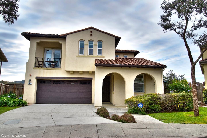 獨棟家庭住宅 為 出售 在 3811 Adriatic Way 3811 Adriatic Way San Bruno, 加利福尼亞州 94066 美國