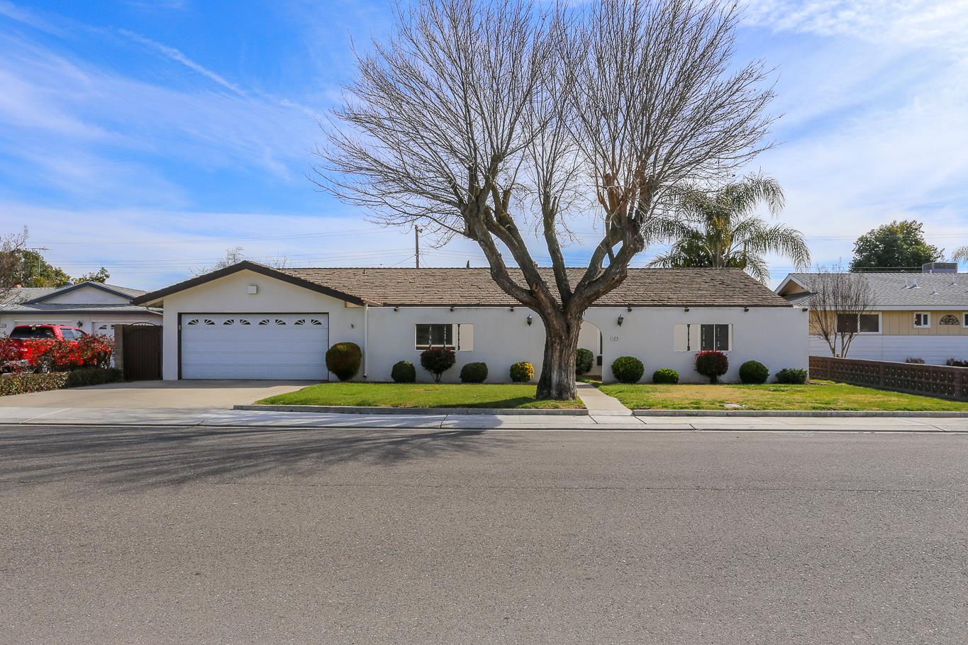 Single Family Home for Sale at 125 Gill Way 125 Gill Way Chowchilla, California 93610 United States